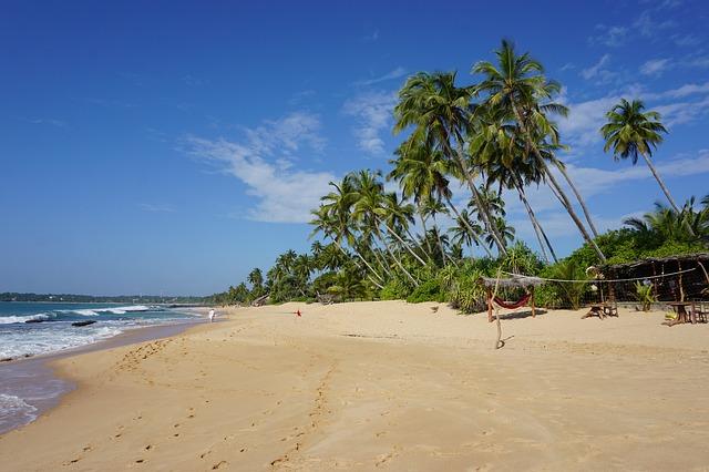 plages ensoleillés au Sri Lanka
